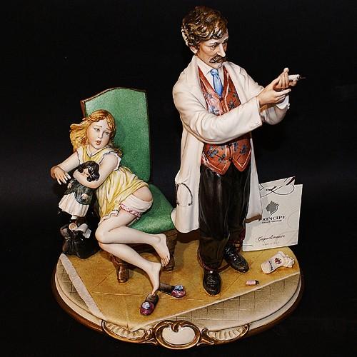 Фарфоровая статуэтка «Доктор со шприцем» Porcellane Principe