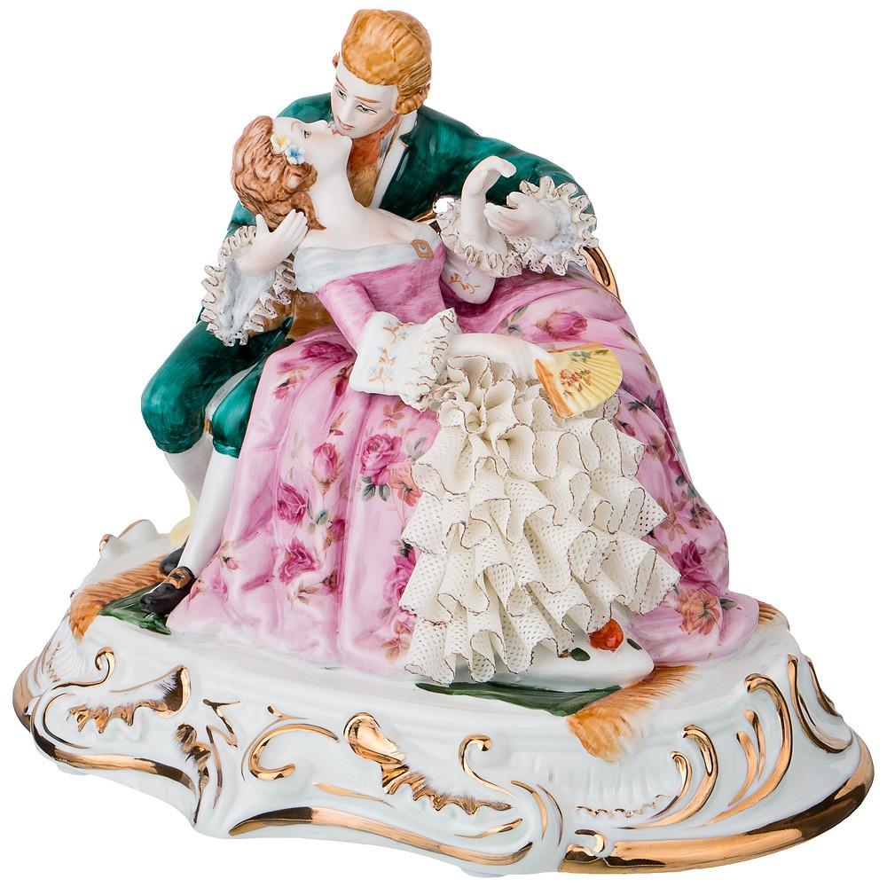 Фарфоровая статуэтка «Поцелуй. Влюбленная пара»
