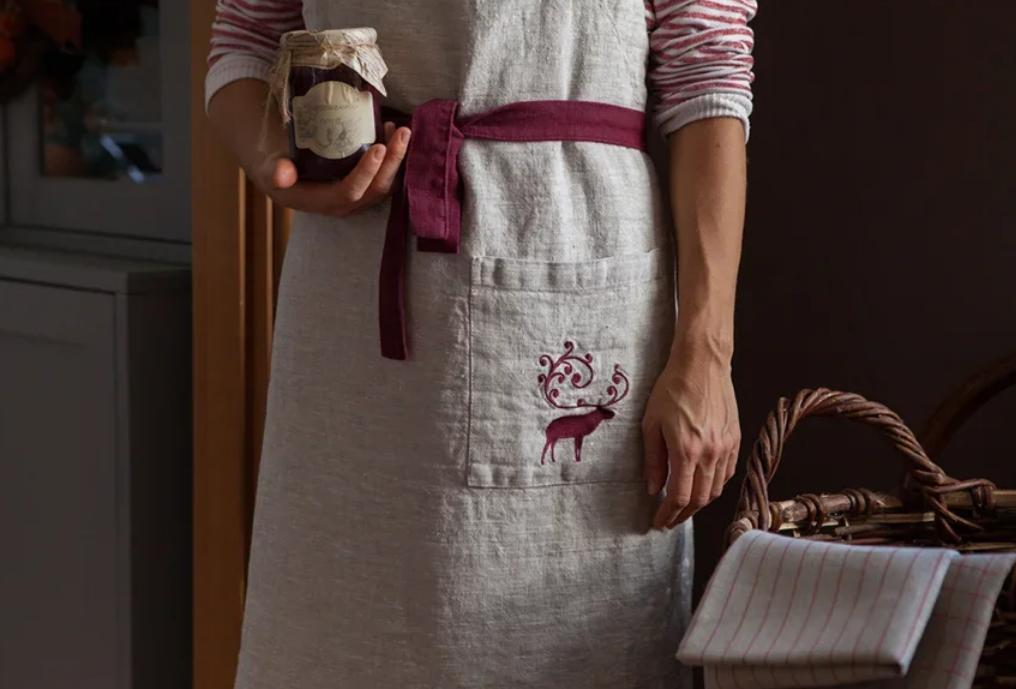 Фартук с вышивкой «Олень»