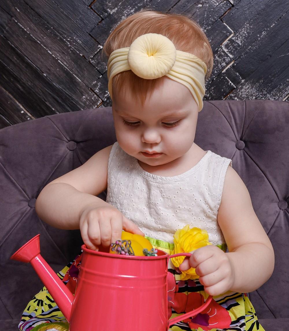 Стильная повязка на голову для девочки цвет ваниль