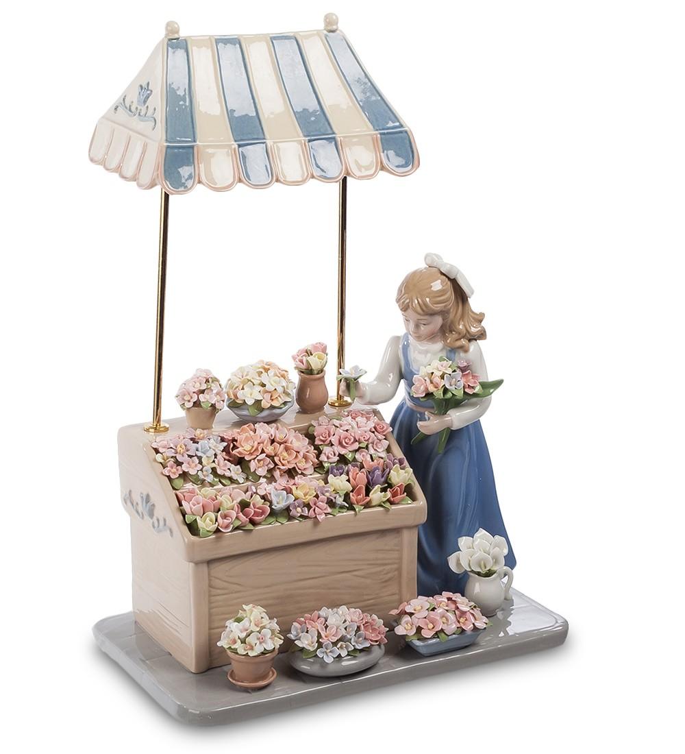 Фарфоровая статуэтка «Девушка с цветами»