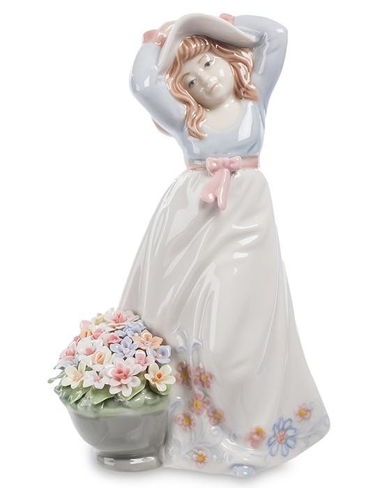 Фарфоровая статуэтка «Девочка в шляпе»