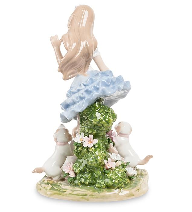 Фарфоровая статуэтка «Девочка со щенками»