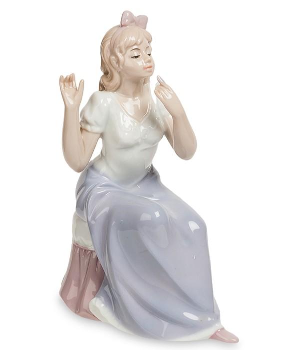 Фарфоровая статуэтка «Кокетка»
