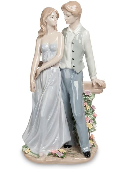 Фарфоровая статуэтка «Влюбленная пара»