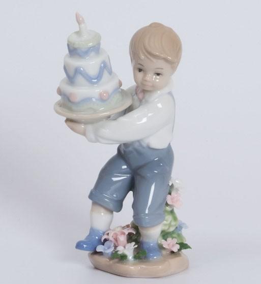 Фарфоровая статуэтка «День Рождения»