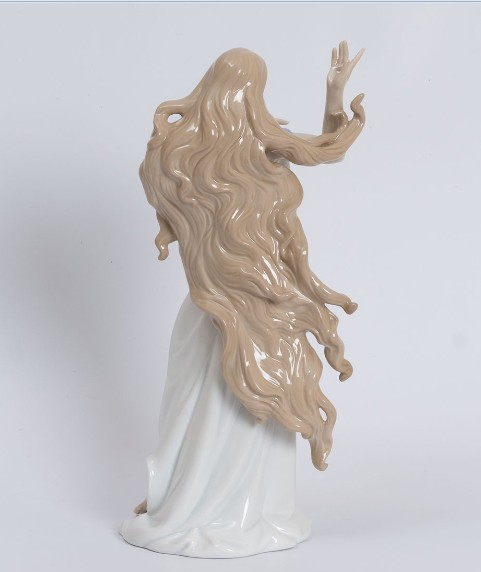 Фарфоровая статуэтка «Романтичная Леди»