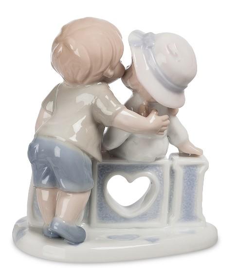 Фарфоровая статуэтка «Первый поцелуй»