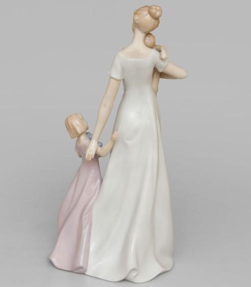 Фарфоровая статуэтка «Материнство»