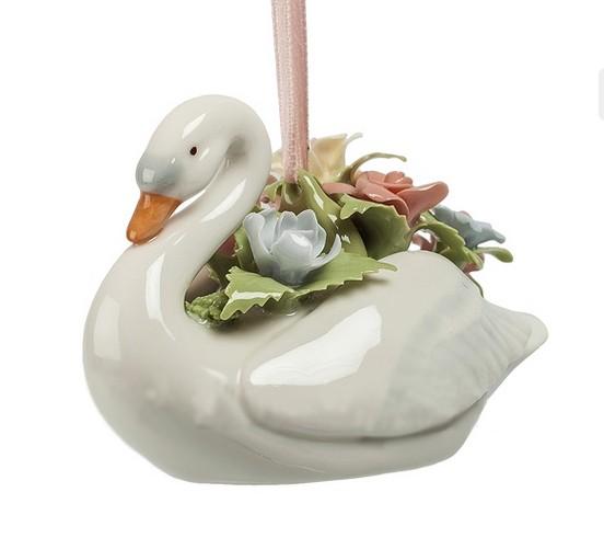Фарфоровая подвеска «Лебедь с цветами»