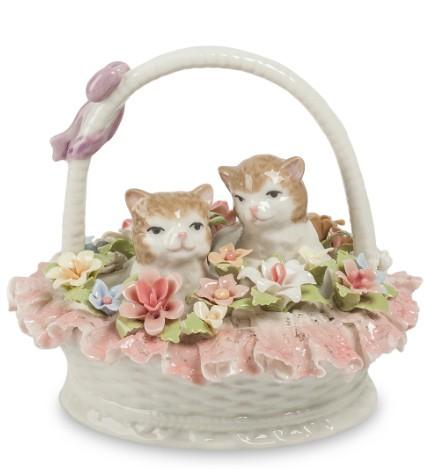 Фарфоровая статуэтка «Котята в корзине с цветами»