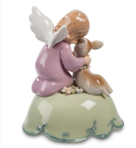 Фарфоровая статуэтка «Ангел с оленёнком»