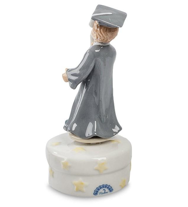 Фарфоровая статуэтка «Выпускник»