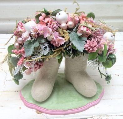 Рождественская композиция «Розовые Валенки»