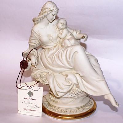 Фарфоровая статуэтка  «Мама с ребенком»