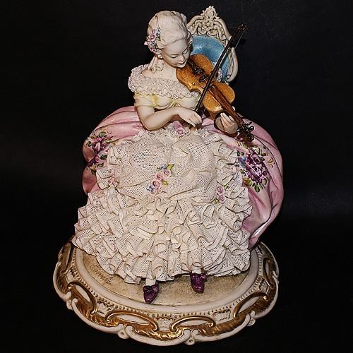 Фарфоровая статуэтка «Дама со скрипкой» Porcellane Principe