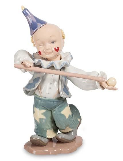 Фарфоровая статуэтка «Клоун - бильярдист»