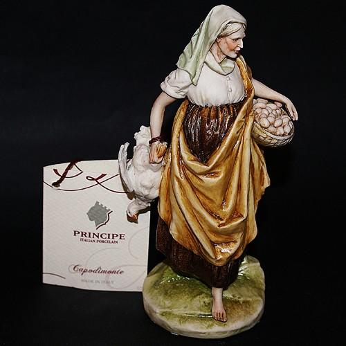 Фарфоровая статуэтка «Женщина с курицей»