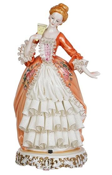 Фарфоровая статуэтка «Дама»
