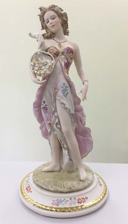 Фарфоровая статуэтка «Богиня Удачи»