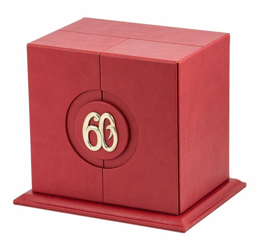 Подстаканник в наборе «60 лет» с объемным изображением с ложкой в подарочном кожаном футляре