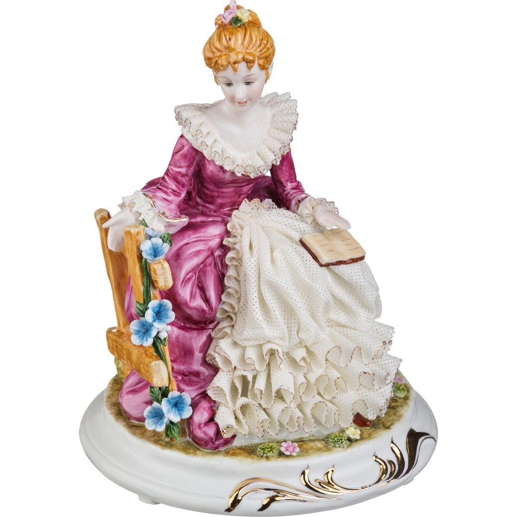Фарфоровая статуэтка «Дама с книгой»