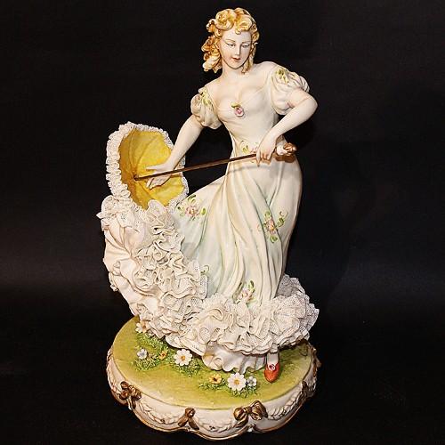 Фарфоровая статуэтка «Дама с зонтиком» Porcellane Principe