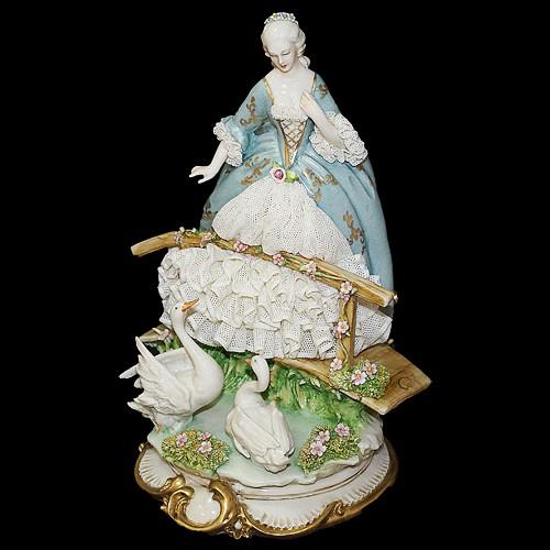 Фарфоровая статуэтка «Дама на мостике» Porcellane Principe