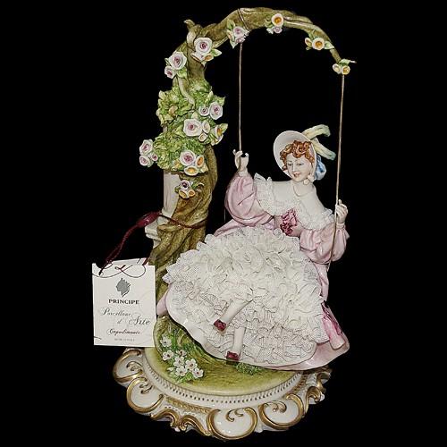 Фарфоровая статуэтка «Дама на качелях» Porcellane Principe