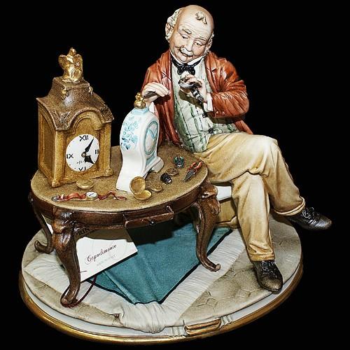 Фарфоровая статуэтка «Часовщик»