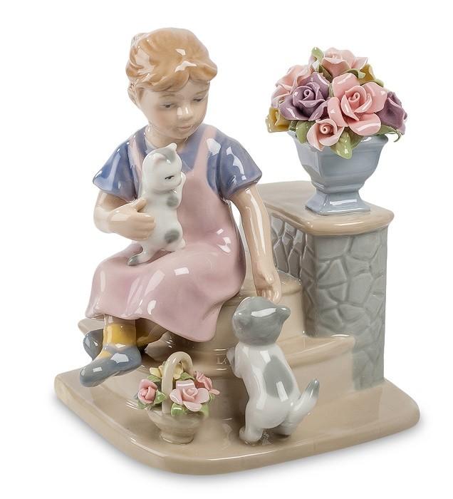 Фарфоровая статуэтка «Девочка с котятами»