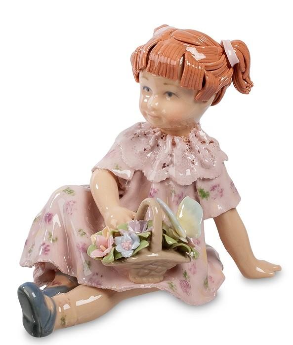 Фарфоровая статуэтка «Девочка с корзинкой цветов»