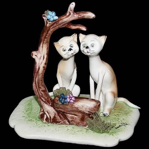 Статуэтка «Кошки на свидании»
