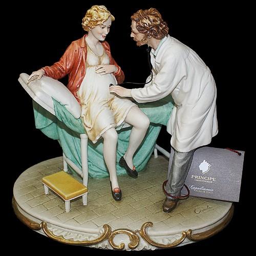 Фарфоровая статуэтка «Акушер»