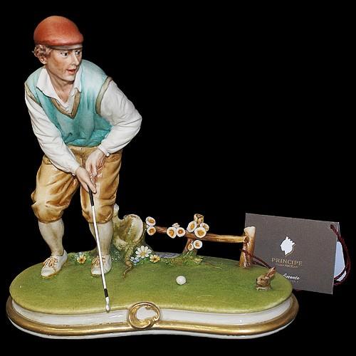 Фарфоровая статуэтка «Игрок в гольф»