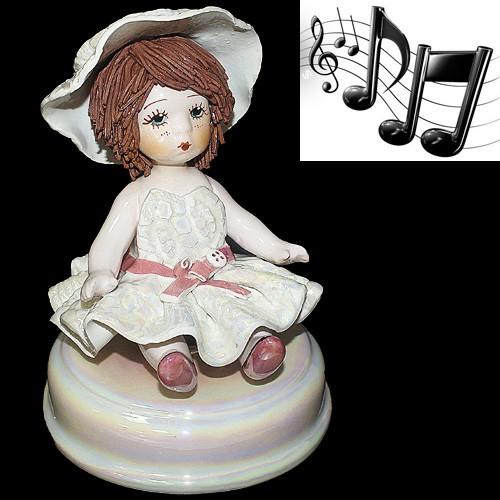 Фигурка музыкальная «Девочка в шляпке»