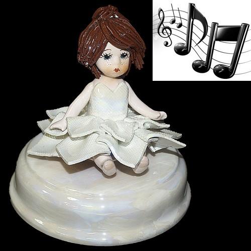 «Девочка» музыкальная статуэтка