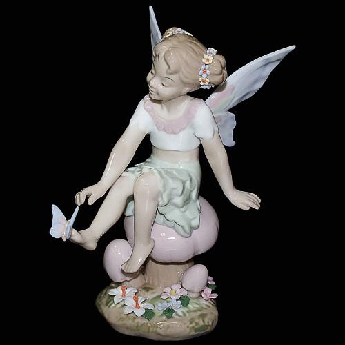 Фарфоровая статуэтка «Девочка Эльф»