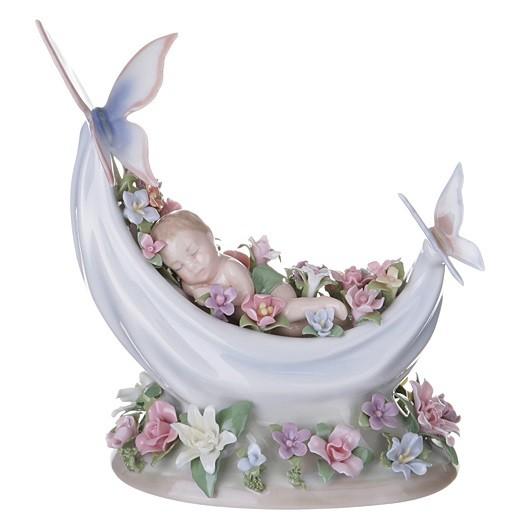 Фарфоровая статуэтка «Спящий младенец»