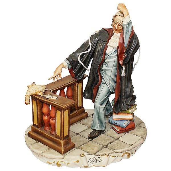 Фарфоровая статуэтка «Адвокат с курицей»