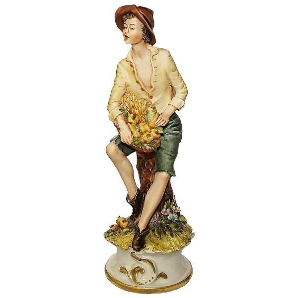 Фарфоровая статуэтка «Крестьянский юноша»