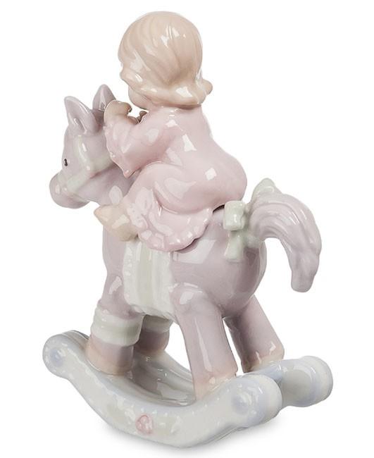 Фарфоровая статуэтка «Девочка на лошадке»