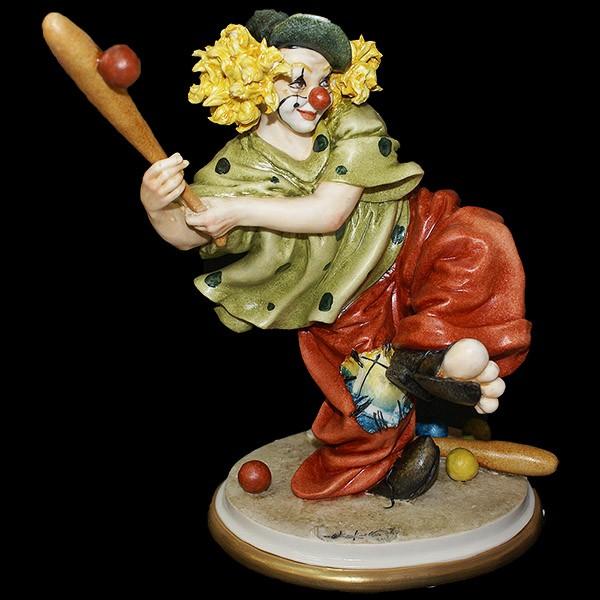 Фарфоровая статуэтка «Клоун с битой»