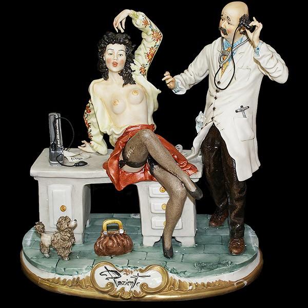 Фарфоровая статуэтка «Врач и пациентка»