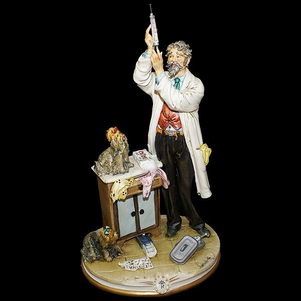 Фарфоровая статуэтка «Ветеринар»