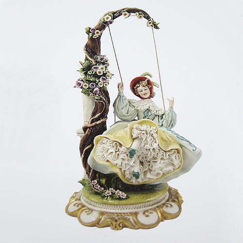 Фарфоровая статуэтка «Дама на качелях»