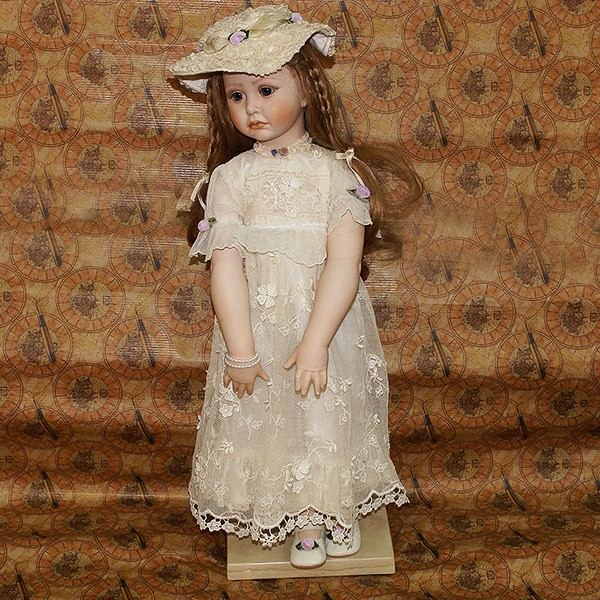 Кукла фарфоровая «Аделина»