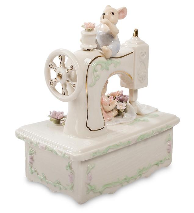 Фарфоровая статуэтка «Мышки на швейной машинке»