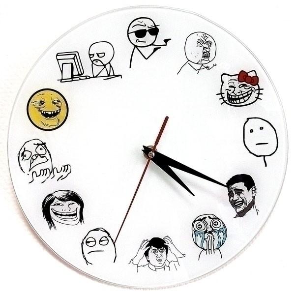 Прикольные настенные часы «Тролль фейс»